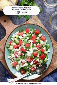 Couscous salad with watermelon and feta - Chickslovefood - Watermelon and feta; a golden combination in our opinion. Combine this top duo with couscous, cucum - Healthy Soda, Healthy Drinks, Savoury Dishes, Tasty Dishes, Watermelon And Feta, Couscous Recipes, Vegetarian Recipes, Healthy Recipes, Food Inspiration