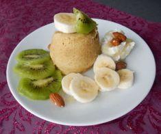 Banánový mugcake Pancakes, Cheesecake, Low Carb, Breakfast, Fitness, Food, Morning Coffee, Cheesecakes, Essen
