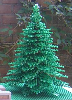 Need a pine tree? Here's how to build a very nice looking one. The construction is quite flexible, letting you set your own spin on it. Lego Christmas Village, Lego Winter Village, Lego Tree, Lego Advent Calendar, Lego Universe, Lego Furniture, Lego Craft, All Lego, Lego Design