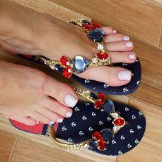 Fashionable sandals for summer 👡😍 Shoe Boots, Shoes Sandals, Leather Sandals, Hot Shoes, Diy Crochet Flip Flops, Fashion Bags, Fashion Shoes, Dress Fashion, Pretty Sandals