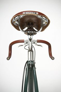 #deporvillage #brooks #cycling #urbancycling #vintagebikes #oldbikes