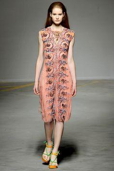 Christopher Kane Spring 2011 Ready-to-Wear Fashion Show - Esme Wissels