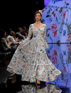 SIMOF 2018: el desfile de Yolanda Moda Flamenca, en fotos / Raúl Doblado Flamenco Costume, Dress Sewing Patterns, Pretty Dresses, Dress Skirt, Organic Cotton, Look, Pin Up, Fashion Dresses, Gowns