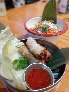 La Vietnamita Sant Antoni, one of the best Vietnamese restaurants in Barcelona. Vietnamese Restaurants, Barcelona Food, Fresh Rolls, Ethnic Recipes, Tips, Kitchens, Counseling