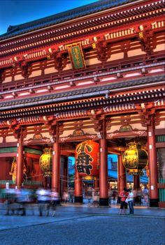 浅草 (あさくさ) の浅草寺 (せんそうじ)。Sensō-ji temple, Asakusa, Tokyo, Japan.