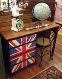 Mod Podge desk with union jack poster; i might use something differant on mine but love the idea Rose Mellott Decoupage Furniture, Paint Furniture, Furniture Makeover, Union Jack Bedroom, Union Jack Decor, British Decor, Room London, Desk With Drawers, Dresser Drawers