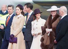 venskdam.se:  Dutch State Visit to Denmark, March 17, 2015-Danish Royals wait to greet the Dutch Royal Couple-l-r Crown Prince Frederik, Crown Princess Mary, Prince Joachim, Princess Marie, Princess Benedikte, and Prince Richard