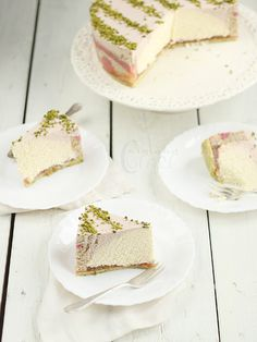 This would be an awesome summer dessert! Local rhubarb and Foxhill Cheese quark mousse cake. Quark Recipes, Rhubarb Recipes, Cheesecake Recipes, Cute Baking, Chocolate Trifle, Different Cakes, Mousse Cake, Butter, Food Cakes