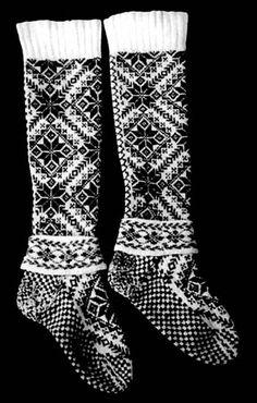 From Selbu kommunes bygdemuseum Fair Isle Knitting, Knitting Socks, Hand Knitting, Knitting Patterns, Knit Socks, Crochet Socks Pattern, Crochet Shoes, Knit Crochet, Norwegian Knitting