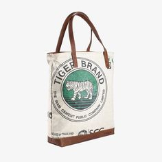 Tote Zip ist wieder erhältlich 🎉 . . . #elephbo #fromtrashtotreasure #recycling #cementbag #fair #fashion #fairtrade #inlovewithelephbo #photography #cambodia #siemreap #handmade #sustainable #totebag #totebagzipper Rind, Cambodia, Cement, Paper Shopping Bag, Thailand, Reusable Tote Bags, Zipper, Recycling, Collection