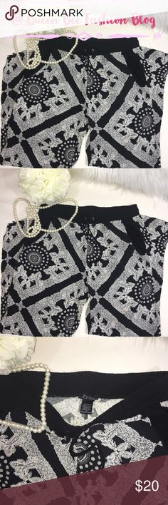 """🎀 BOUTIQUE SKINNY DRAWSTRING ANKLE PANTS JOGGERS Excellent condition. Super cute style and pattern. These fit skinny to the ankle. Perfect for evening with high heels or some cute flats. Size M. Stretchy waist. I usually wear a size 8-10 in jeans. Super comfortable 100% rayon.   🎀""""Add to bundle"""" to add more items from my closet or """"Buy"""" to checkout now.  🎀Get to know me! 💗Showing you how to style your looks at www.Queenbeefashionblog.com SUBSCRIBE.   🎀 Let's be friends! Follow me on…"""