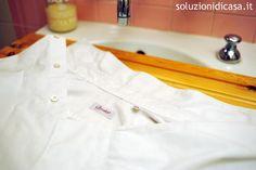 Come eliminare gli aloni su una camicia bianca | Titty e Flavia ci spiegano come eliminare gli aloni dalle maglie e dalle camicie bianche grazie all'uso di aceto e bicarbonato