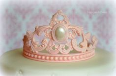 Sugarpatch Cakes added a new photo. Cake Topper Tutorial, Fondant Tutorial, Cake Toppers, Fondant Crown, Crown Cake, Tiara Cake, Royal Cakes, Chocolate Bowls, Cake Templates