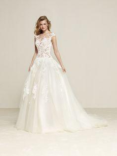 Drisule: Large wedding dress with full skirt - Pronovias | Pronovias