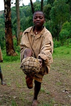 How Children in South Africa make Footballs. They use Bark, Plastic Bags, Old Rags, or use whatever they can find to make footballs. Poor Children, Children In Need, Operation Christmas Child Boxes, Play Soccer, Soccer Ball, Great Lakes Region, How To Make Toys, Soccer Quotes, Creative Thinking