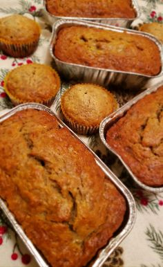 Banana bread using frozen bananas is perfect for gifting on holidays or bringing to bake sales! Simple and delicious way to use up your brown bananas! Frozen Banana Bread Recipe, Banana Bread Recipes, No Bake Desserts, Easy Desserts, Cupcake Recipes, Dessert Recipes, Mini Loaf Pan, Loaf Recipes, Easy Recipes