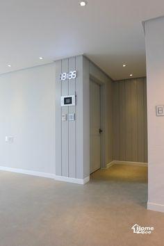 거실 확장과 웨인스코팅 포인트로 시공된 대전 문화동 센트럴파크 30평대 아파트 거실 인테리어 제안안녕하... Door Design, Wall Design, Corridor Lighting, Interior Concept, Black Walls, Wall Treatments, Living Room Furniture, Furniture Sets, Interior Design Living Room
