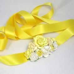 Blomsterpyntet bælte med gule blomster- unik hårpynt fra Cloudcake - Cloudcake