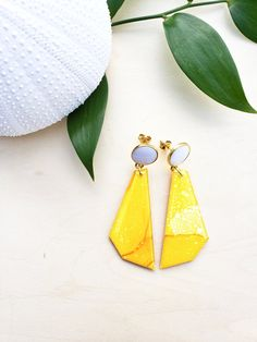 Yellow Geometric Alcohol Ink Earrings - Hand Crafted - Gold Plated - Modern - Geometric - Statement Earrings - Jenn Robertson Art Alcohol Ink Jewelry, Statement Earrings, Drop Earrings, Polymer Clay Crafts, Beautiful Earrings, Pink And Gold, Diy And Crafts, Dangles, Handmade Items