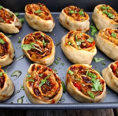 Oppskrift Veganske Pizzasnurrer Tofubacon Facon Kjøttfri Bacon Ruccola Vegan Baking, Vegan Food, Recipe Boards, Seitan, Dessert Recipes, Desserts, Facon, Going Vegan, Bruschetta