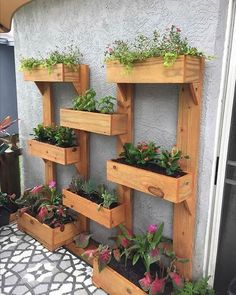 Thanks katelintepper for this Beste Palletten Hund Betten und andere Projekte - Palleten ideen - My Best Pallet Dog Beds and other projects Pallet Ideas 65 Best Pallet Dog Beds and other projects Designs for the perfect garden # Beds Pallet Garden Walls, Pallet Planters, Fence Planters, Planter Ideas, Diy Planters, Planter Boxes, Pallet Dog Beds, Vertical Garden Design, Vertical Gardens