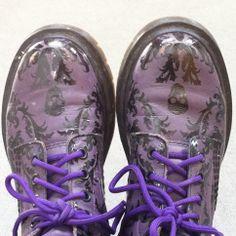 Purple Dr Martin's boots, Punk Style Dr Martin Boots, Dr Martins, Punk Fashion, Grunge, Nostalgia, Gothic, Purple, Cute, Style