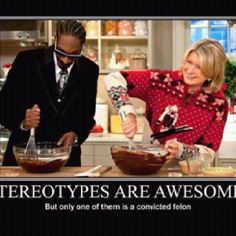 This is a funny meme that most people think that snoop dog is the convicted felon because of his cold of skin. nut in reality, the white women on the right is a convicted felon. Snoop Dogg, Blunt Cards, It Aint Me, Friday Humor, It Goes On, I Love To Laugh, Martha Stewart, Just In Case, I Laughed