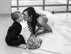 photoshoot ideas Mother and son at wedding ring bearer and bride Wedding Countdown Planning a succes Wedding Poses, Wedding Tips, Wedding Bride, Perfect Wedding, Dream Wedding, Mother Photos, Wedding Countdown, Bridal Pictures, Courthouse Wedding