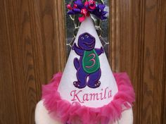 Chicas primer cumpleaños sombrero púrpura Barney por LilLids