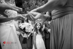 """""""εγω πότε θα γίνω νύφη;"""" Φωτογράφιση γάμου, Φωτογραφία γάμου, Φωτογραφος γαμου, Γάμος στον Αγ.Γεώργιο, Καβούρι, Greek wedding photographer, www.redboxstudio.gr"""