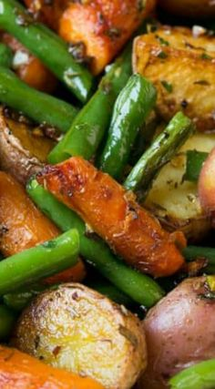 Garlic Herb Roasted Potatoes Carrots and Green Beans ~ This simple veggie blend of potatoes, carrots and green beans is seasoned with a delicious garlic and fresh herb blend then roasted to perfection