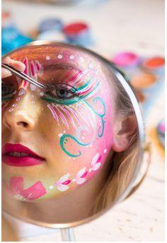 painting face easy halloween ideas New painting face easy halloween ideasNew painting face easy halloween ideas Make Makeup, Party Makeup, Makeup Art, Makeup Looks, Bohemian Face Paint, Body Painting Festival, Festival Makeup Glitter, Body Adornment, Makeup Videos