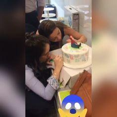 Bolo todo branquinho e na festa os convidados escrevendo mensagens com caneta comestível .  #aniversario #bolo #boloartistico #bolodecorado #cake #cakes #cakeinstagram #cakedesign #instagram #insta #instabolo #instacake #instacakeart #decorefesta #mariobros