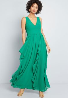 With each ebb, the gorgeously draping ruffles dancing down this green maxi dress make a new bystander fall in love with your style! Tastefully designed with. Unique Dresses, Casual Dresses, Fashion Dresses, Summer Dresses, Formal Dresses, Maxi Dresses, Pretty Dresses, Winter Dresses, Bridesmaid Dresses