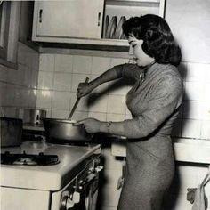شادية في المطبخ