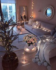 """Kirsten on Instagram: """"God mandagskveld 💕✨✨ Iskaldt ute, mye lys inne😃 #diymirror #myhome #livingroominspo #livingroomdecor #livingroom #dyi #diy #doityourself…"""""""