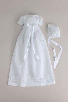 Dåpskjole og dåpslue, korte ermer i hvit lin bomull. CD65 Oli Prik Dåpsklær