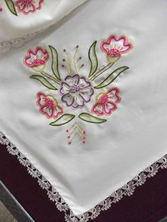 Diy Embroidery Designs, Floral Embroidery, Cross Stitch Embroidery, Hand Embroidery, Bordado Floral, Crochet Bedspread, Hawaiian Quilts, Flower Coloring Pages, Small Flowers