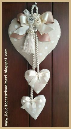 Mery's creations: Three hearts at the door - Valentinstag Geschenke Heart Decorations, Valentine Decorations, Valentine Crafts, Christmas Crafts, Christmas Decorations, Valentines, Fabric Hearts, Fabric Flowers, Sewing Crafts