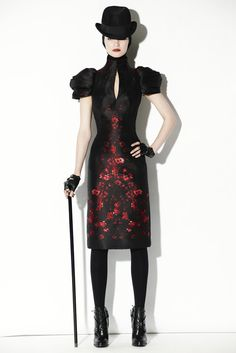 http://www.style.com/slideshows/fashion-shows/pre-fall-2009/alexander-mcqueen/collection/26
