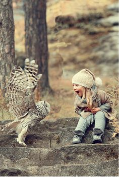The Owl is having Fun with this little kid. And the Kid is having fun with the Owl. Animals For Kids, Animals And Pets, Baby Animals, Cute Animals, Beautiful Children, Beautiful Birds, Animals Beautiful, Cute Kids, Cute Babies