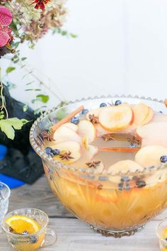 Here's a round up of 10 awesome Thanksgiving punch recipes! When it comes to serving a crowd and having fun, you can't go wrong with lovely big bowl of spiked punch. #thanksgivingpunch