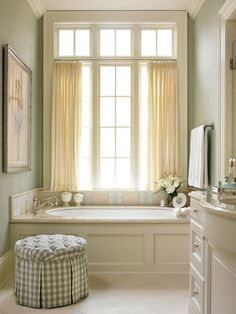 Traditional Bathroom Suites to Compliment Your Home - Interior Design Ideas & Home Decorating Inspiration - moercar Traditional Bathroom Suites, Traditional Interior, Traditional House, Luxury Interior Design, Bathroom Interior Design, Bathroom Styling, Bathroom Ideas, Guys Bathroom, Vanities