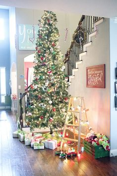 Christmas Home tour from Capturing-Joy.com!  Come get some Christmas decor inspiration!