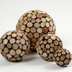 Houten decoratieballen. Erg leuk en makkelijk zelf te maken