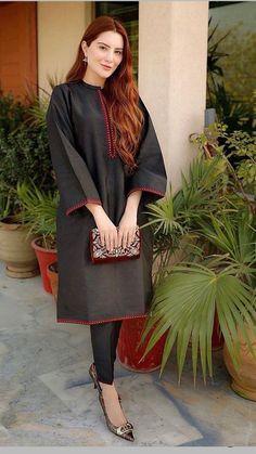 Beautiful Pakistani Dresses, Pakistani Dresses Casual, Pakistani Bridal Dresses, Pakistani Dress Design, Beautiful Dress Designs, Stylish Dress Designs, Stylish Dresses For Girls, Simple Dresses, Pakistani Fashion Party Wear