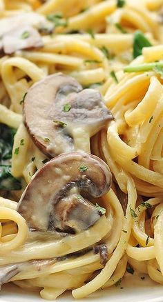Mushroom Florentine Pasta Recipe ~ A classic and easy creamy pasta dish made with mushroom, garlic, cheese and spinach.