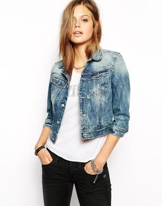 12 Ways to Wear Black Jeans to Look Fashionable Now: Vintage Denim Jacket and Black Jeans