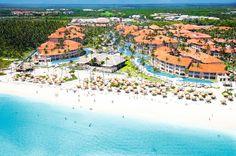 Majestic Colonial is een zeer compleet en schitterend 5 sterren-hotel met een fijne Caribische uitstraling. Het zwembad in de ruime tuin loopt speels door het hele complex en is één van de grootste zwembaden in de regio. Het hotel is van alle gemakken voorzien om u een zeer aangename vakantie te bieden; de faciliteiten die u geboden worden zijn eindeloos. De ligging, direct aan het witte palmenstrand van Bávaro, maakt het plaatje compleet! Of u nou van vis, biefstuk, Japans of Italiaans…