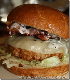 Recipe For Alabama Smokehouse Burger - recipe from the Food Network show, Ultimate Recipe Showdown. Won the round for best tasting burger. Pork Burgers, Burger And Fries, Good Burger, Turkey Burgers, Veggie Burgers, Hamburger Recipes, Beef Recipes, Cooking Recipes, Recipes For Ground Pork